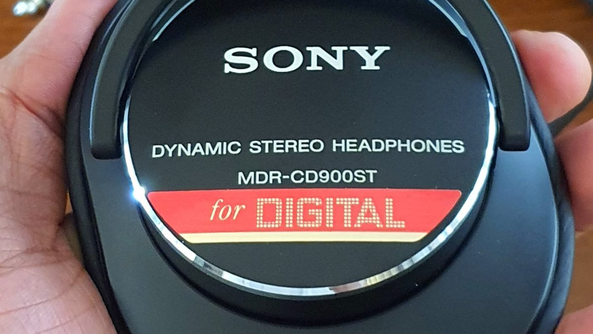 The story behind Sony MDR-CD900ST and it's unique design and tuning choices
